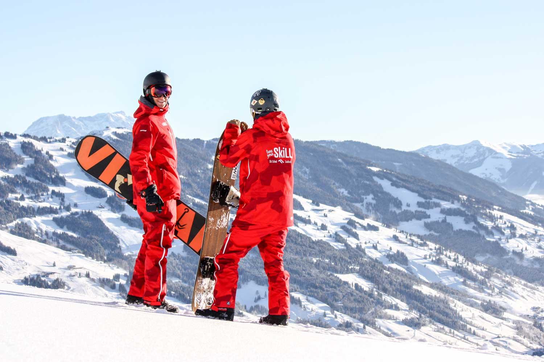 Schöne Aussicht am Berg mit Snowboardlehrer der SkiLL® Snowboardschule Saalbach Hinterglemm